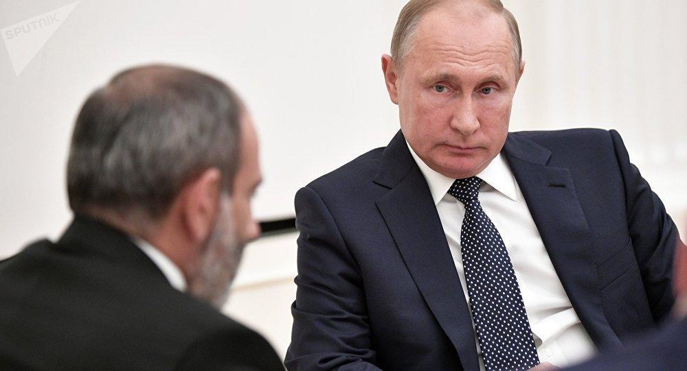 Putin Paşinyanla sülh sazişini müzakirə edib?