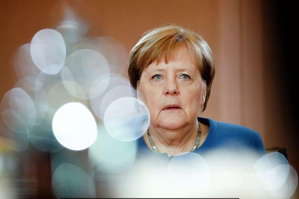 Merkel kansler vəzifəsini tərk etdi